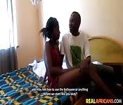 Jeune couple noir amateur baise à la maison
