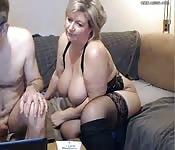 Une belle grosse mature à gros seins