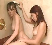 Lesbiennes amateurs sous la douche