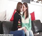 Des jeunes filles deviennent lesbos